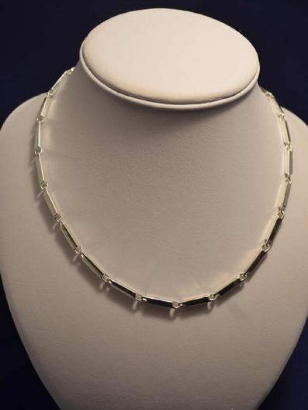 <span>Jewellery</span>Silver Necklaces